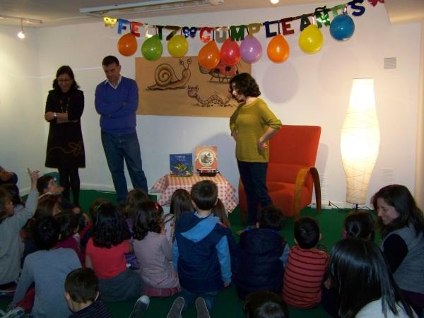 Na festa do 13 cumpreanos, dous invitados especiais: os autores Pilar Martínez e Chema Heras.