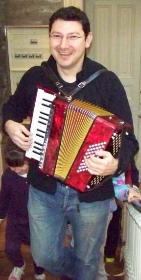 """Luís Prego, autor de """"Xogos musicais""""."""