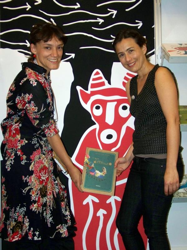 """María José Ferrada e Sole Poirot, autora e ilustradora de """"O baile diminuto"""" (Kalandraka)."""