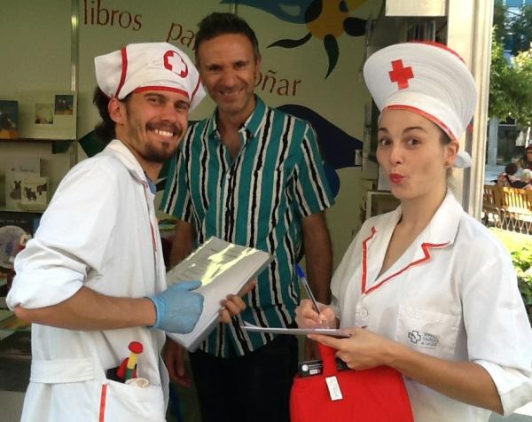 O ilustrador Federico Fernández, cos 'enfermeiros' do Diagnóstico Bibliotecario.