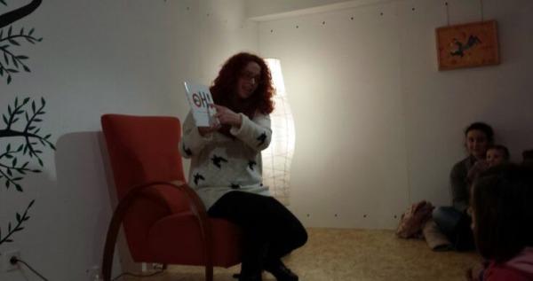 Iria Mantilla, na sesión de contacontos de Libros para Soñar.