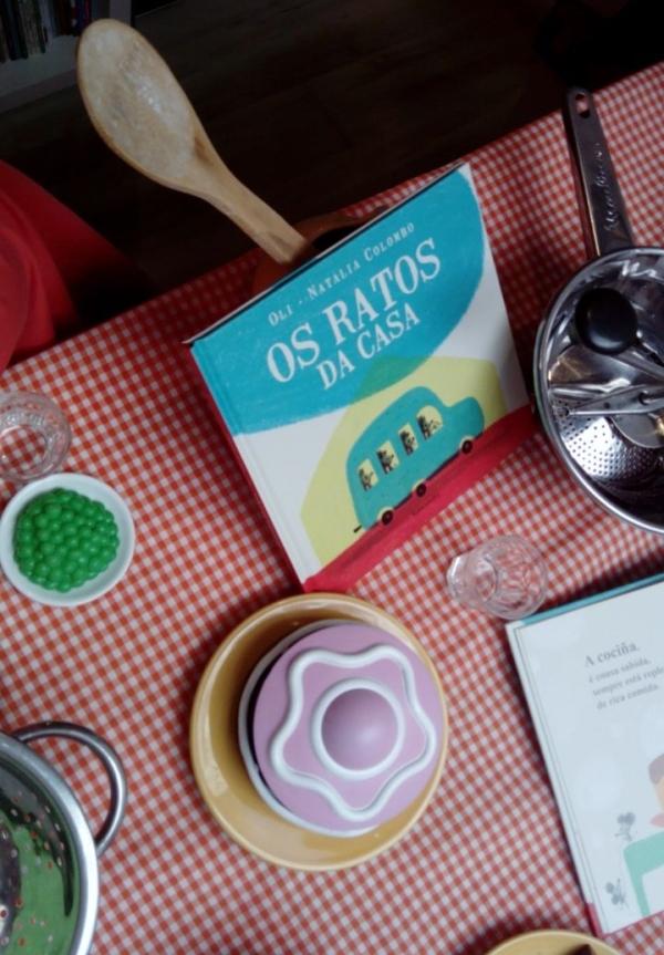 """""""Os ratos da casa"""", de Oli e Natalia Colombo, no escaparate de Libros para Soñar."""
