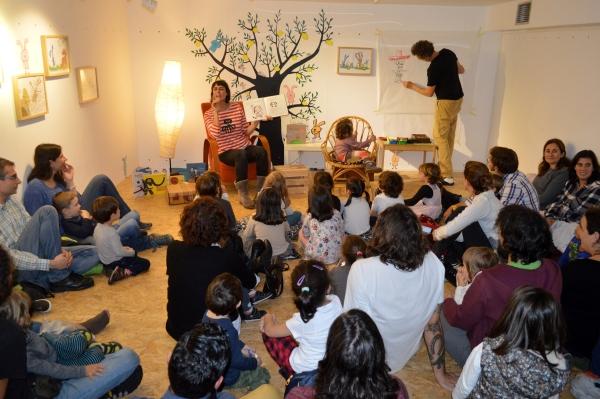 """Olalla González e Marc Taeger presentaron """"Un máis"""" e contaron outros contos da súa autoría."""