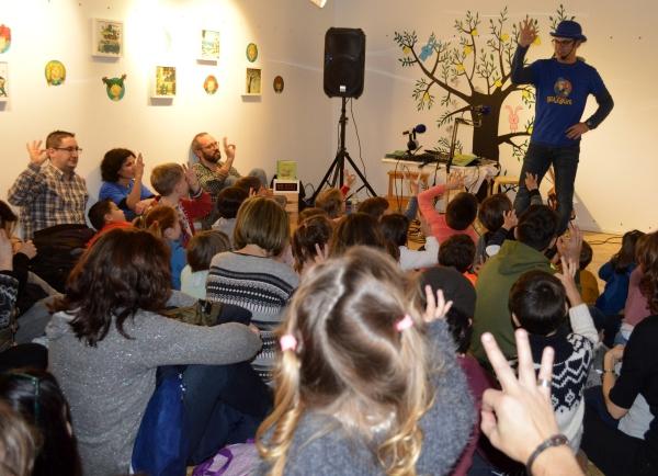 Paco Nogueiras presentounos RADIO BULEBULE en Libros para soñar